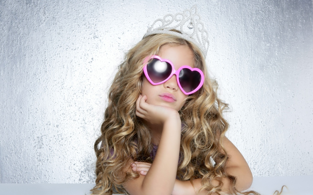 girl_crown_sunglasses_glamor_80131_3840x2400